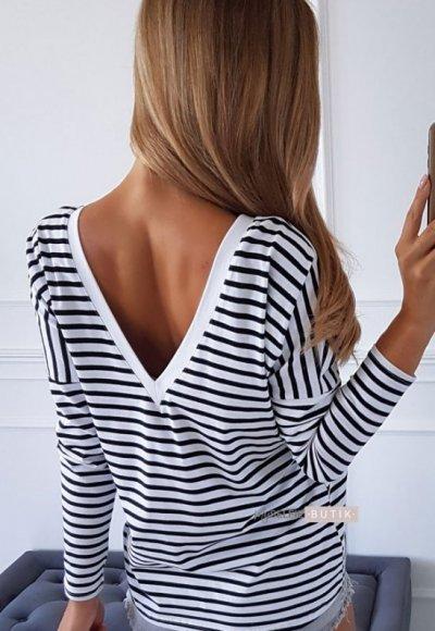 T-shirt V STRIPES biały w czarne paski 1