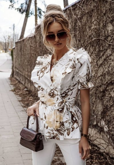 Bluzka BASCU w beżowe kwiaty